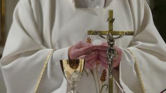 Хиляди деца в Германия са станали жертва на свещеници-педофили