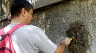 """БСП: Чистим свастики, а СО и МВР допускат пред """"Св. Александър Невски"""" свободна продажба на фашистки символи"""