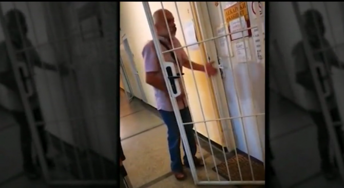 На градус: Пиян доктор шокира пациентите си (видео)