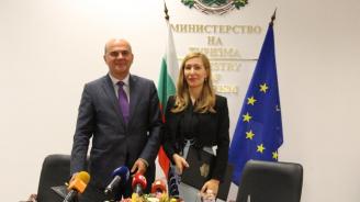 Министър Петков и министър Ангелкова подписаха споразумение за обучение на кадри за туризма