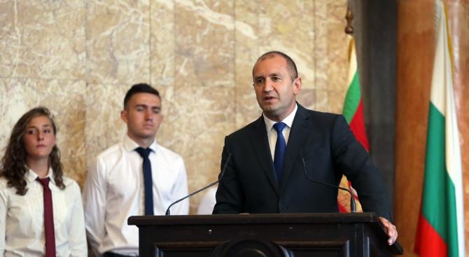 Всяка година българите посрещаме първия учебен ден като истински празник