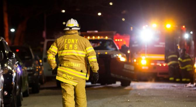 Най-малко 21 души пострадаха при пожар на паркинг на търговския
