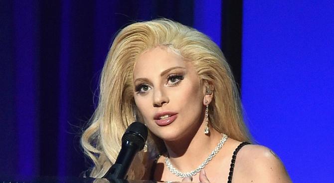 Снимка: Лейди Гага мина на бебешки пюрета