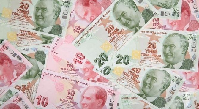 Турската лира се намира под натиск от продажби за трета
