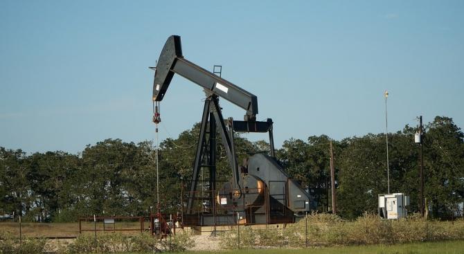 Петролните фючърси поскъпнаха само в рамките на минути с около