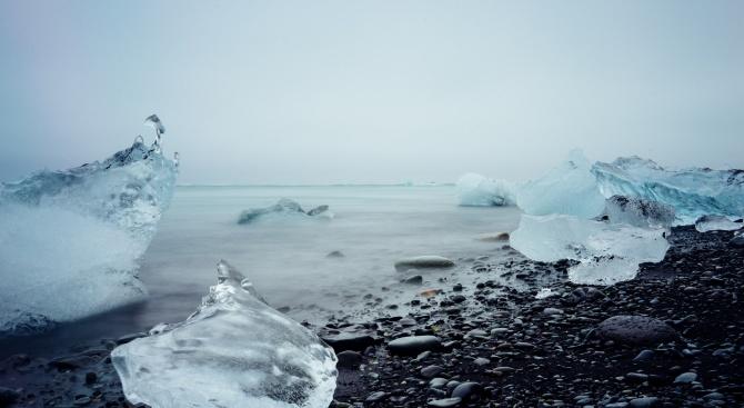 Топенето на вечни ледници, свързано с освобождаване на парникови газове,