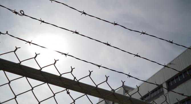 Бивш политически коментатор бе осъден на седем години затвор за