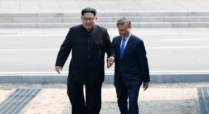 Президентът на Южна Корея Мун Дже-ин и севернокорейският лидер Ким