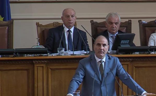 По време на дебатите за министерските оставки Цветан Цветанов, председател
