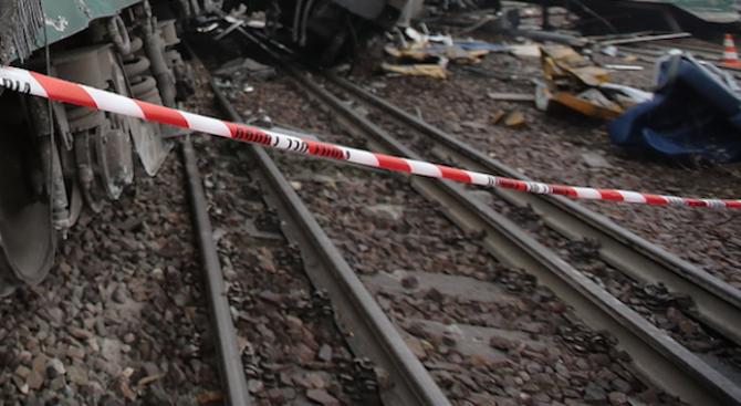 Четири деца загинаха в Холандия, след като влак блъсна товарен