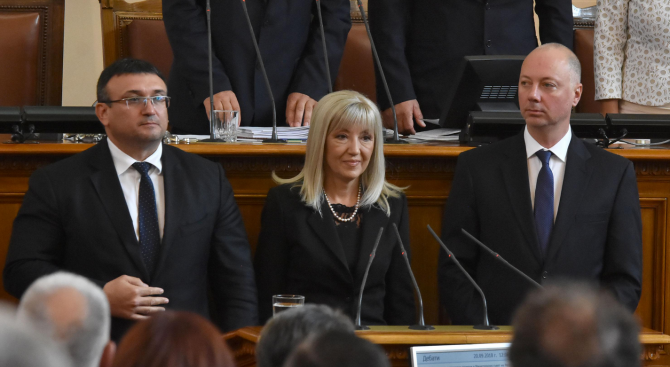 Над три часа продължиха дебатите около гласуването на министерските оставки