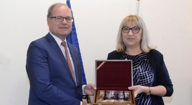 Министърът на правосъдието Цецка Цачева се срещна с главния прокурор