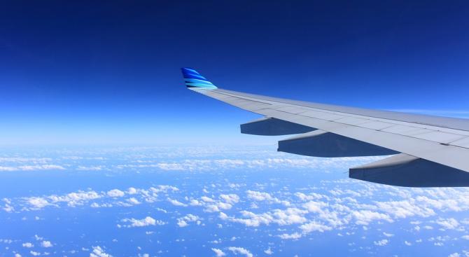Учени създадоха безмоторен самолет, който се научава да лети в