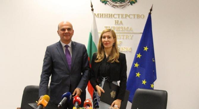 Министърът на труда и социалната политика Бисер Петков и министърът