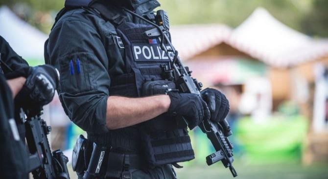 Германската полиция претърси вчера жилищата на самозвани пазители на обществения