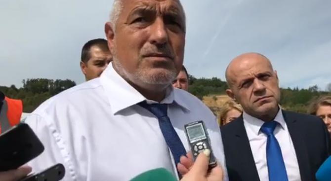 Премиерът Бойко Борисов провери строителството на довеждащия път към тунела