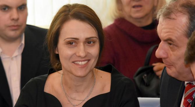 """Фирмата на Гинка Върбакова - """"Инерком България"""", уведоми КЗК, че"""