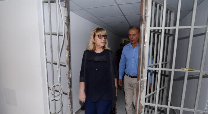 Министърът на правосъдието Цецка Цачева посети затвора в Стара Загора