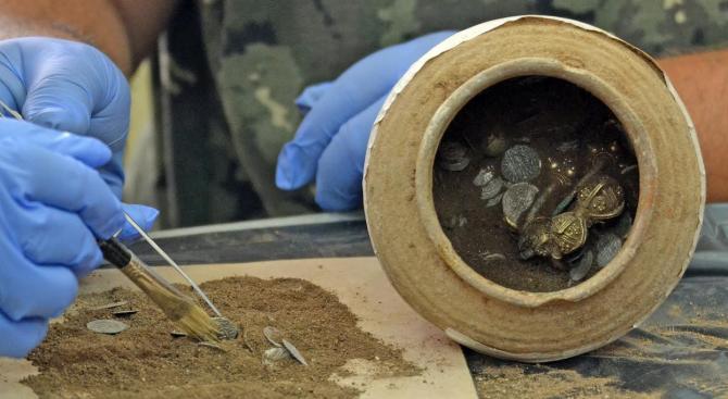 Откриха първата златна монета в Лютица (снимка)
