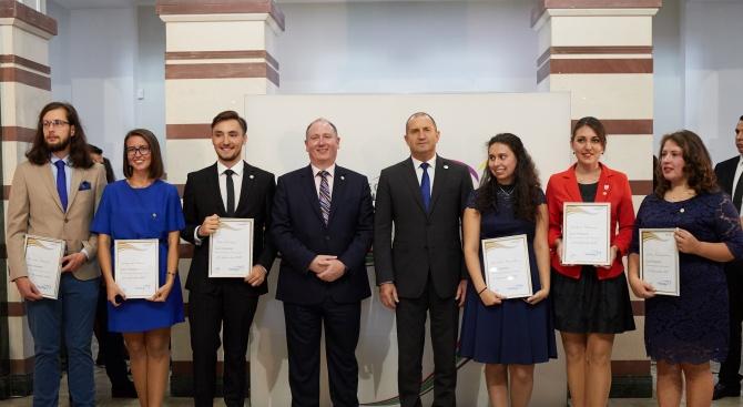 """Международната младежка програма """"Награда на херцога на Единбург"""" показва какъв"""