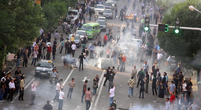 Жертвите на атентата в Иран станаха 24, ИД пое отговорност за атаката (обновена+видео 18+)