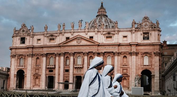 """Ватиканът обяви днес, че е подписал """"временно споразумение"""" с Китай"""
