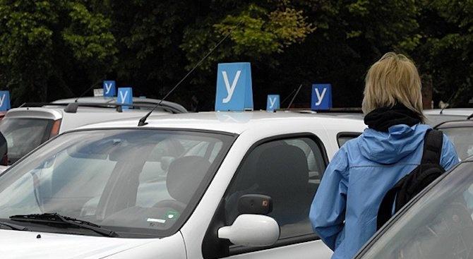 Младите шофьори – само с придружител на пътя и без