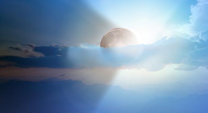 В 04:55ч посрещнахме астрономическата есен. Слънцето преминава в знак Везни.