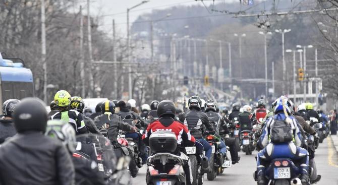 Грандиозно шествие на мотористи в София – над 7000 водачи