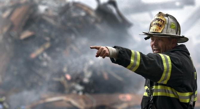 Сериозни усилия полагат пожарникарите на остров Крит, след като в