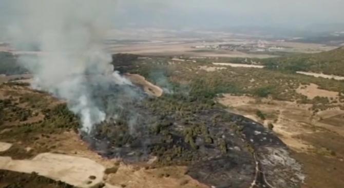 Голям пожар край град Баня в района на Пловдив. Огънят