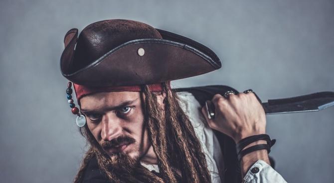 Пирати нападнаха плаващ под швейцарски флаг товарен кораб край бреговете