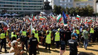 Протестиращите срещу властта стигнаха до сградата на Министерския съвет