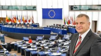 """Курумбашев: """"Пакет за мобилност"""" слага край на идеята за общ пазар"""