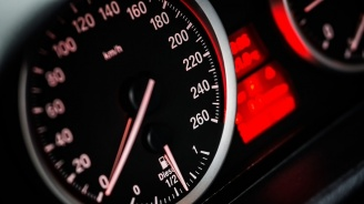 """Шофьор """"летя"""" със 145 км/ час, при ограничение 60 км/час"""