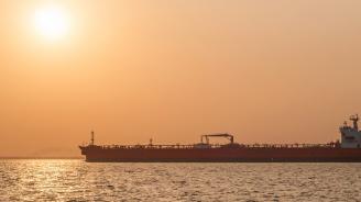 Гръцки танкер затъна в плитчините на остров Милос