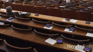 Парламентът гласува оставките и назначенията на тримата министри