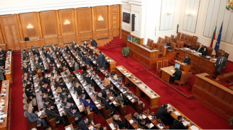Горещи дебати белязаха министерските оставки и гласуването на новите министри (обновена)
