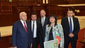 Караянчева и колегата й Октай Асадов: Парламентите на България и Азербайджан са готови да работят заедно