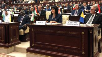 Цвета Караянчева с изказване пред парламента на Азербайджан