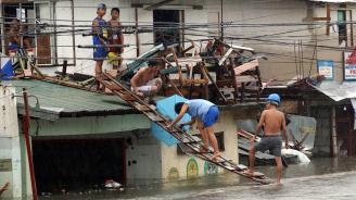 Тайфунът Мангхут и мусонните дъждове във Филипините взеха 127 жертви