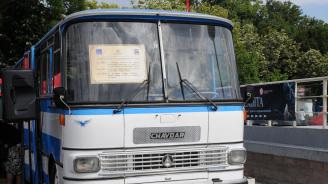 """Автобус от емблематичната марка """"Чавдар"""" се отправи на последния си курс"""