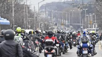 Хиляди мотористи с грандиозно шествие в нощна София (видео)
