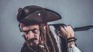 Пирати нападнаха швейцарски кораб и отвлякоха част от екипажа