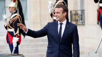 Популярността на френския президент продължава да спада
