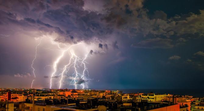 Ураганен вятър остави без ток 140 хиляди домакинства в Чехия