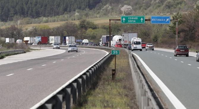 Засилен трафик по пътищата на страната се очаква в края