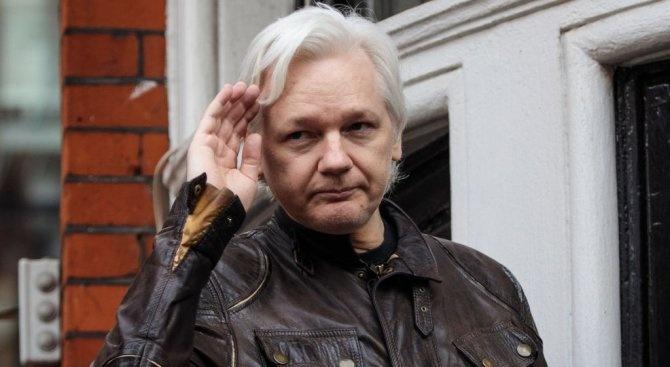 Основателят на сайта Уикилийкс Джулиан Асандж, който от години живее