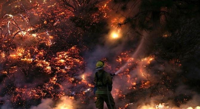 Пожарникар е пострадал при потушаването на пожар в землището на