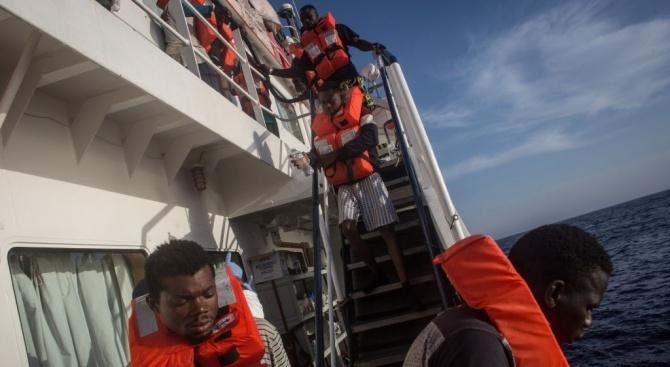 Франция не позволява на Средиземноморския спасителен кораб Aquarius да акустира